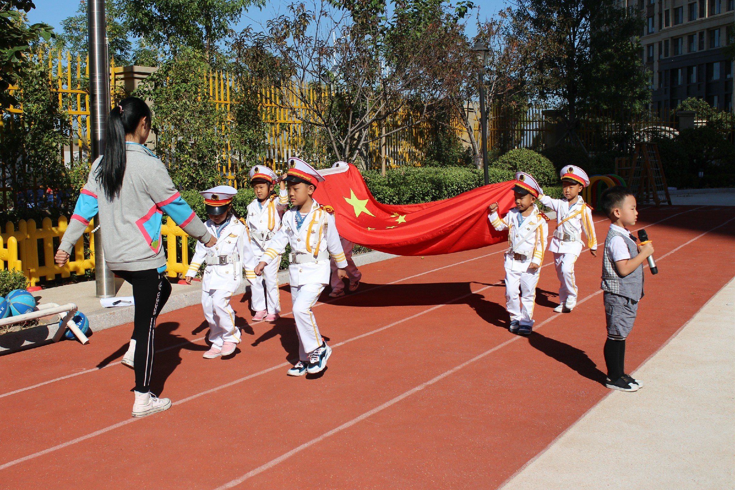 20190923市北区四方幼儿园滨海园区举行升国旗仪式1.jpg