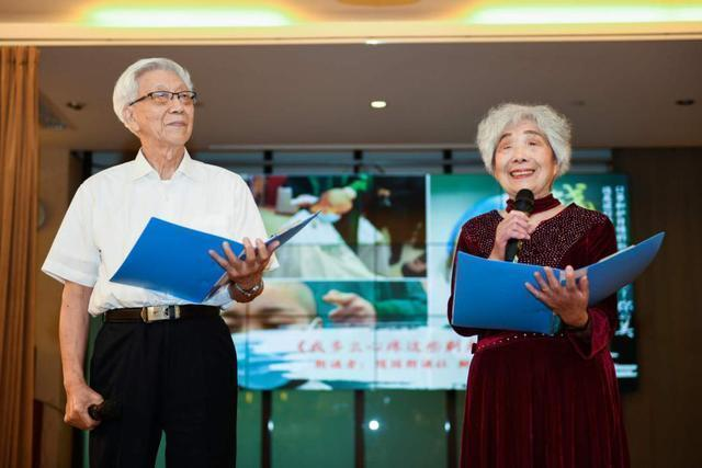 公益头条现场现场:黄亚洲抗疫诗歌专题朗诵会在杭举办